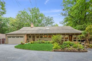 4685 Forest View Dr, Northbrook, IL 60062