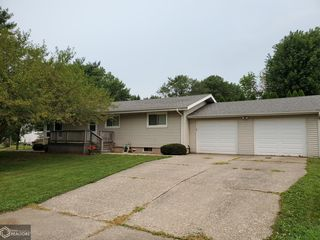 532 S 2nd Ave, Danville, IA 52623