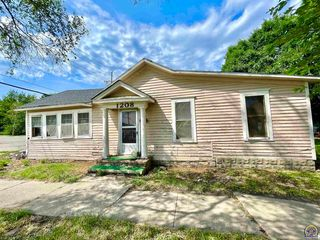 1208 SW Munson Ave, Topeka, KS 66604