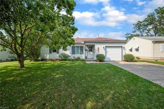 6461 Aylesworth Dr, Parma Heights, OH 44130