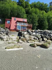 13 H S Beach Dr, Everett, WA 98206