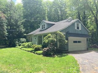 6984 Mayfield Rd, Gates Mills, OH 44040