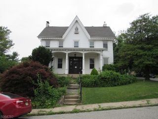 53 Chambers St, Phillipsburg, NJ 08865