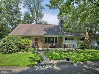 3890 Old Township Rd, Harrisburg, PA 17111