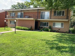 8746 Delmar Blvd, Saint Louis, MO 63124