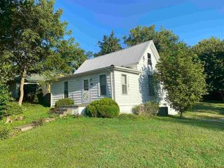 1020 W 4th St, Bicknell, IN 47512
