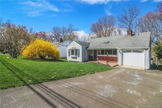 131 Wood Ridge Dr, Stamford, CT 06905