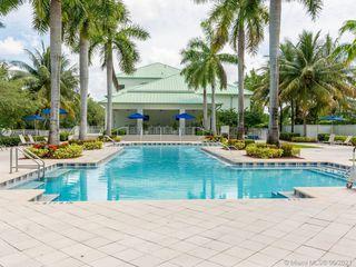 5300 NW 87th Ave #913, Miami, FL 33178