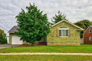7 Ketcham Rd, Hicksville, NY 11801