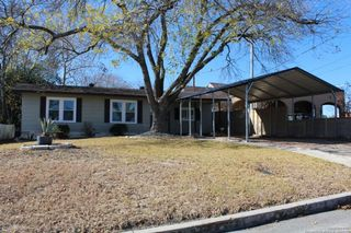 1236 S Academy Ave, New Braunfels, TX 78130