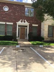 233 Forest Dr, College Station, TX 77840