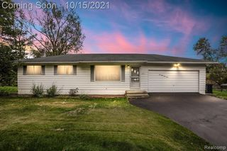 10393 Cooley Lake Rd, Commerce Township, MI 48382