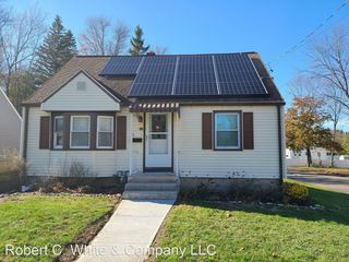 50 Hyde St, Manchester, CT 06040