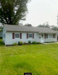 7718 Holly Dr, Mentor On The Lake, OH 44060