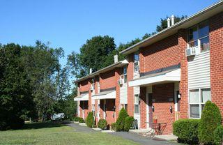 33 Stonefield Dr, Waterbury, CT 06705