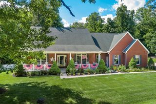 3737 Apple Valley Dr, Howard, OH 43028