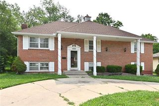 8733 Tennessee Ave, Raytown, MO 64138