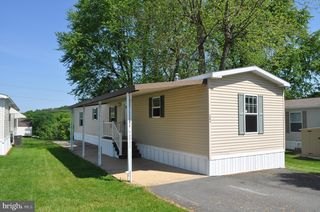304 Robin Dr, Red Lion, PA 17356