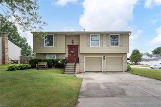 1374 Cedarwood Dr, Mineral Ridge, OH 44440