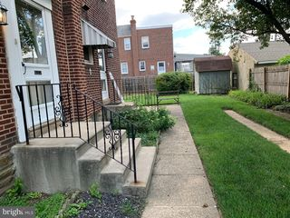 8015 Large St, Philadelphia, PA 19152