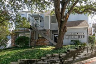 3420 Country Club Dr W #211, Irving, TX 75038