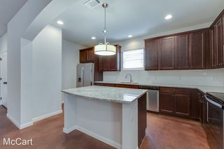 2701 McCart Ave #101, Fort Worth, TX 76110