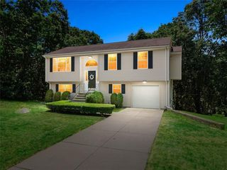 9 Skyview Dr, Lincoln, RI 02865