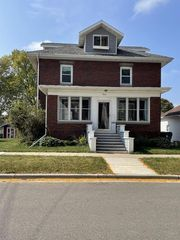 1015 25th Ave, Monroe, WI 53566