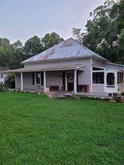 215 Sims St, Maysville, GA 30558