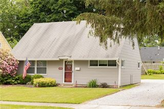 2240 Larchdale Dr, Cuyahoga Falls, OH 44221