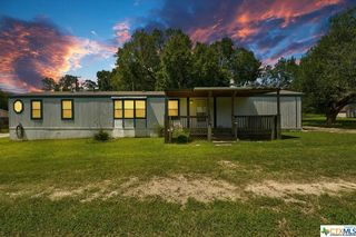 211 Spruce Ave, Luling, TX 78648