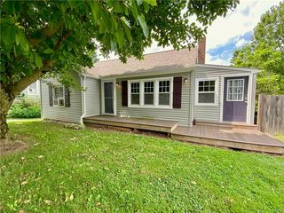 2580 N Delaware Dr, Mount Bethel, PA 18343