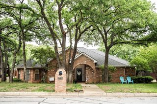 1709 Rock View Ct, Fort Worth, TX 76112