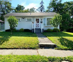 901 Sunset Ave, Grove City, PA 16127
