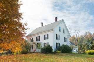 14 Frost Hill Rd, York, ME 03909
