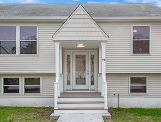 46 Valley View Ln, Worcester, MA 01604