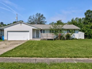 814 Dillewood St, Sheffield Lake, OH 44054