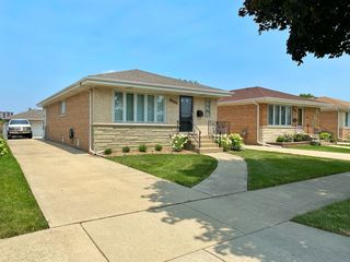 8620 W Ainslie St, Harwood Heights, IL 60706