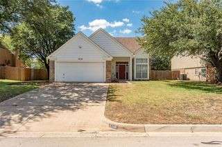 7516 Meadow Creek Dr, Fort Worth, TX 76123