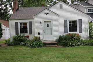 810 Iroquois Trl, Willoughby, OH 44094