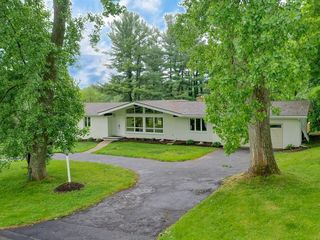 41 Crest Rd, Fairport, NY 14450