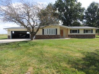 1506 Lakeview Hts, Pittsfield, IL 62363