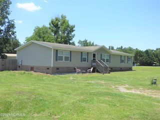 69 Page Meadow Ln, Riegelwood, NC 28456