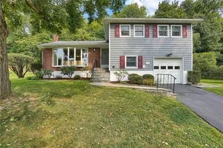 12 Leawood Dr, Briarcliff Manor, NY 10510