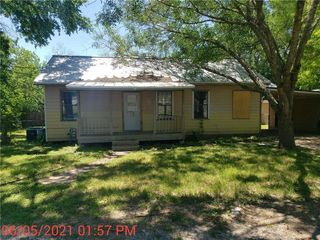 339 N Water St, La Grange, TX 78945