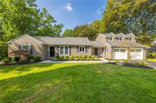 140 Clover Hills Dr, Rochester, NY 14618