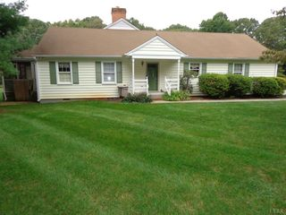 95 Clays Crossing Dr, Forest, VA 24551