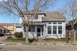 1407 Woodside Cir, Petaluma, CA 94954