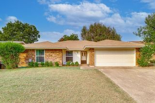 3829 Blue Grass Ln, Fort Worth, TX 76133