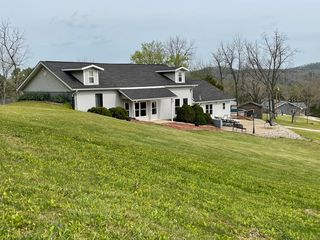 17772 Rayfield Rd, Eminence, MO 65466
